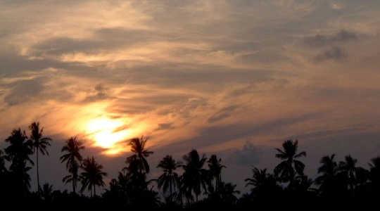 غروب خورشید در پوکت، تایلند: آنچه که ابرها به آب و هوا می انجامد، هنوز حل نشده است. تصویر: 29cm از طریق Wikimedia Commons