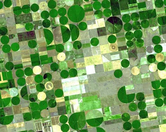농부들이 자연보다 빨리 거대한 오갈 알라 (Ogallala) 습지대에서 지하수를 끌어오고있다.