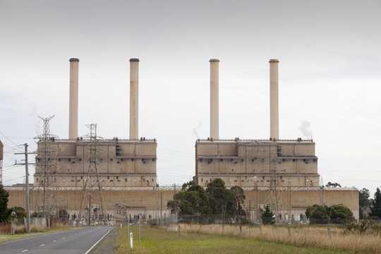 Hallitukset pitivät puhdasta energiaa kovalla tiellä - ja kuluttajat tuntevat kuoppia