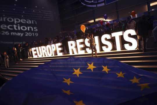 Att hantera klimatförändringar, invandring och hot mot demokratin måste Europas bräckliga nya parlament samarbeta