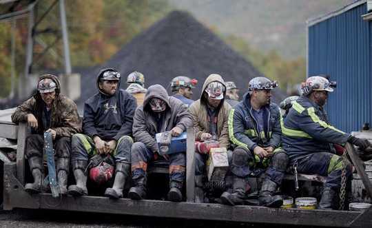 مع تقلص صناعة الفحم ، لماذا يستحق عمال المناجم الانتقال العادل