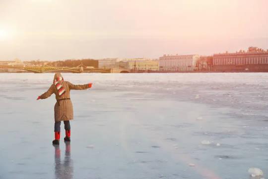 الکحل برف پر رسک لینے والے رویے میں اضافہ کر سکتی ہے۔ (احتیاط برتیں کہ موسمیاتی تبدیلی کے ساتھ برف کی پتلیوں سے موسم سرما میں ڈوبنے میں اضافہ ہوسکتا ہے)