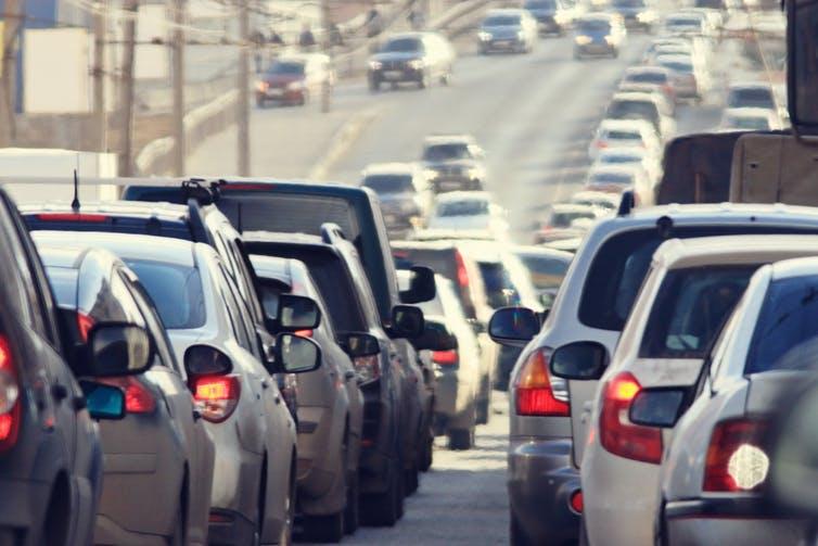 Werfen die Leute ihr Auto weg, wenn die öffentlichen Verkehrsmittel kostenlos sind?