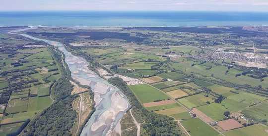 汚染、排水、そして枯渇:ニュージーランドの川と湖に対する新たな警告