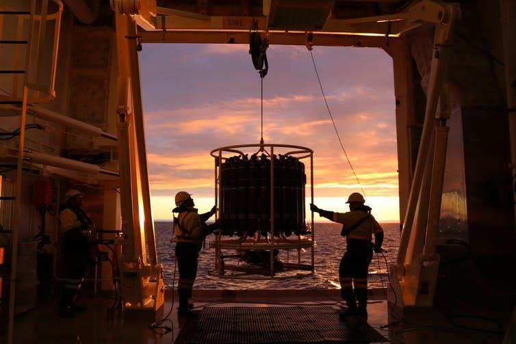 अंटार्कटिक बर्फ की अलमारियां जलवायु पहेली का एक लापता टुकड़ा बताती हैं