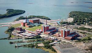 핀란드의 Eurajoki에있는 Olkiluoto 원자력 발전소에 새로운 원자로 건설이 예정보다 9 년 늦고 예산이 US5 억 달러를 넘는다. Teollisuuden Voima Oy의 사진 제공