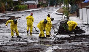 A szélsőséges időjárási költségek rekordot jelentenek, ha $ 1.5 trillió dollárt törnek és számolnak az 2017-ban
