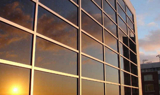 طلاء الرش يمكن أن يمهد الطريق لخلايا شمسية أرخص