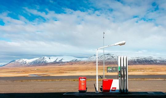 安価な再生可能エネルギーは道路の石油価格を下げる