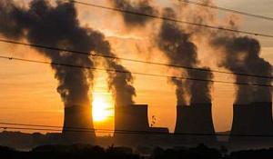 国連報告書によると、化石燃料の生産予測は地球規模の気候目標と歩調を外れている