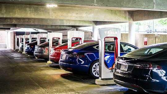 الیکٹرک گاڑیاں سوئچنگ امریکی اربوں کو بچا سکتے ہیں