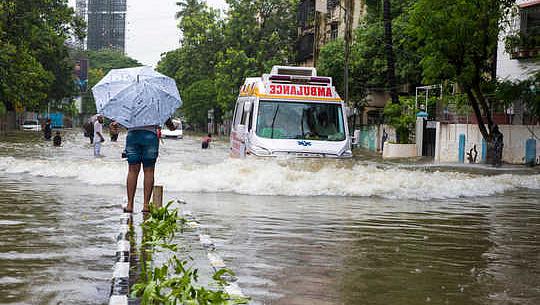 موسمی بحران سے نمٹنے کے لئے ہمیں زیادہ جمہوریت کی ضرورت ہے، کم نہیں