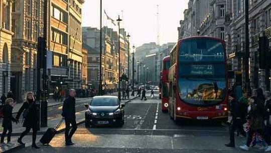 La nueva regla de emisiones de vehículos de Londres redujo la contaminación del aire en un tercio en solo seis meses