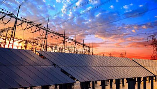 米国の電力網はどのように太陽と風を処理するために進化しているか