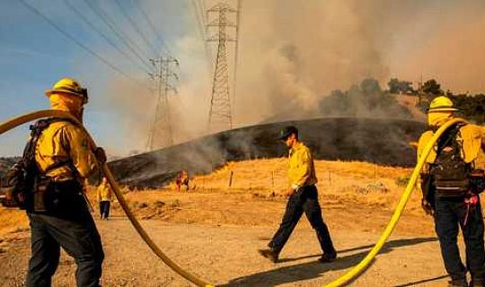 رو خانا تدعم الملكية العامة لشركة PG&E مع اندلاع الحرائق في كاليفورنيا