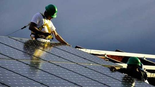 La AIE proyecta que la capacidad global de energía renovable aumentará en un 50% en los próximos años 5