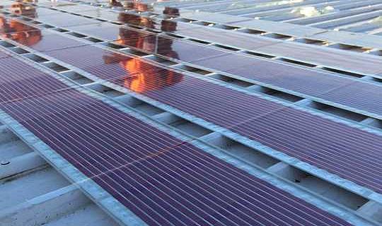新しい太陽電池は、太陽電池パネルを印刷して屋根に貼り付けるチャンスを提供します
