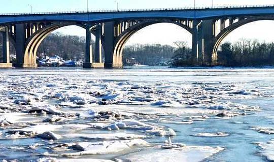 Eis auf den Flüssen der Erde nimmt rapide ab