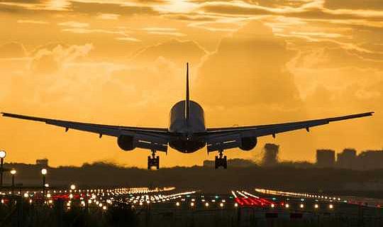 Скільки політ сприяє зміні клімату?