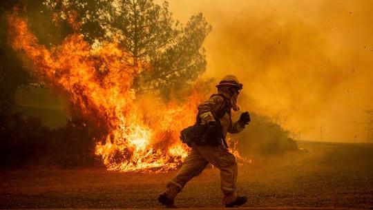 كيف نعرف أن هناك صلة بين تغير المناخ وحرائق الغابات