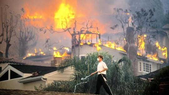 كيف تغير المناخ يزيد من خطر حرائق الغابات