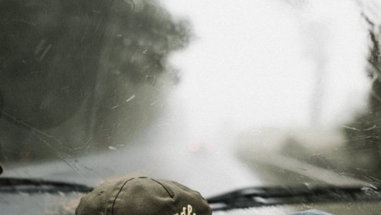 نوبات المطر الغزيرة جدا في الطريق